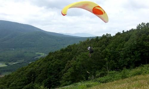 2人が飛び始めたのが12時過ぎ。及川さんは斜面際でリッジ。大関さんは沖でサーマルの練習!