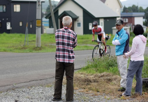 洞爺湖からスタートのアイアンレースが行われていて、道路は規制がかかっていました。