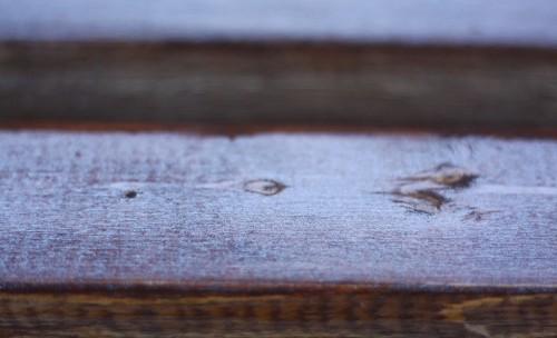 朝方は冷え込んだのでしょう。グライダー置場の日蔭には霜がびっしりでした。