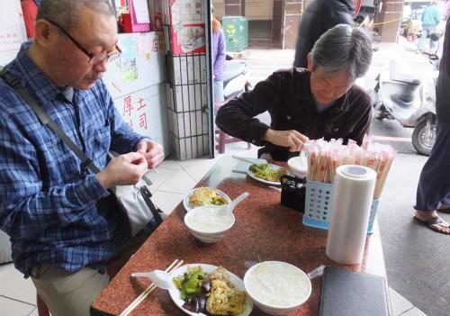 僕らは初台湾の時、味付けに違和感を感じていましたが、田中さんは初台湾食から問題なし!