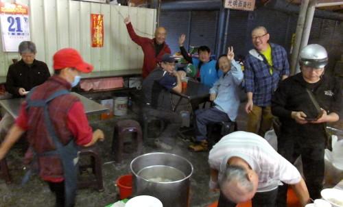 朝は寒風山チームと夜市内の「肉圓」へ。
