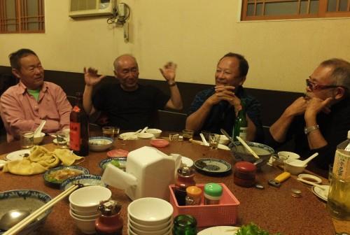 左から2番目が小野寺会長。3番目が宇都宮の谷田校長。