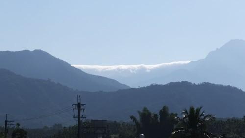 テイクオフの後ろの山が見えると言うだけで空気は澄んでいますが