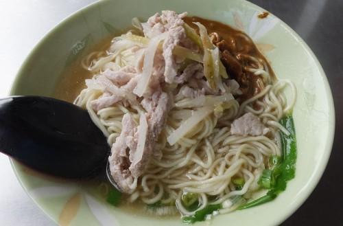 「麻醤肉絲乾麺」。小皿料理もあり、今までで最安の30元/1皿!