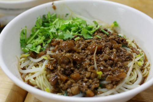 日本でいうじゃじゃ麺。「炸醤麺」