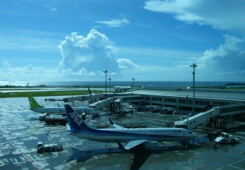 那覇空港、スコールと積乱雲!ウワッ!夏だ!