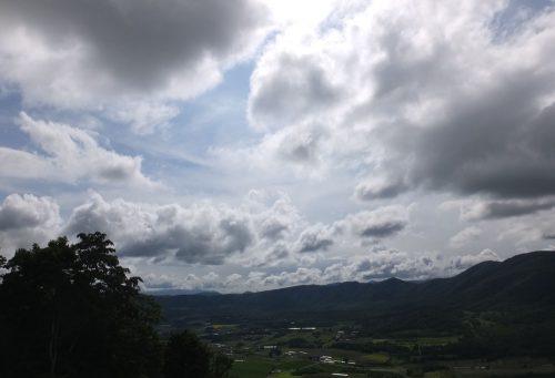黒い雲は去り、程よい雲の量。良さそう!