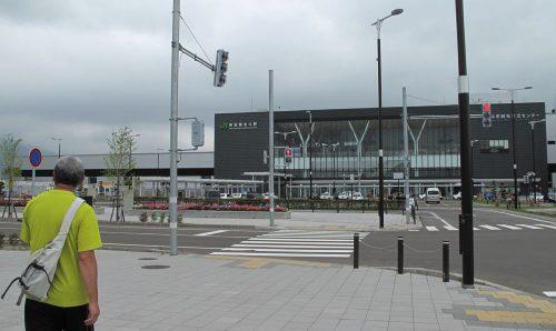新函館北斗駅がエリアの近く!みんなでお昼を食べに来ましたが、弁当屋さんしかなかったです・・・。