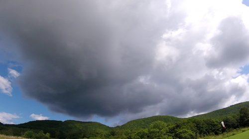 エリア内には、普段できない雲が!しかも黒い・・・