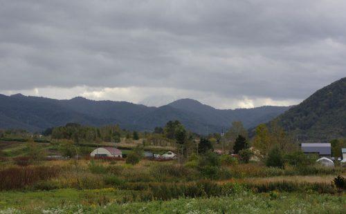 雨の合間。雲の隙間から見えた羊蹄山