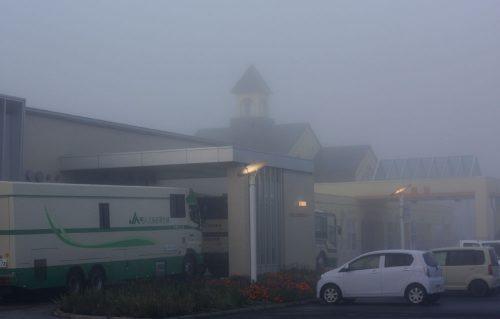 06:30頃。村内はどっぷり雲の中