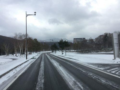 すっかり雪!路面もアイスバーン!